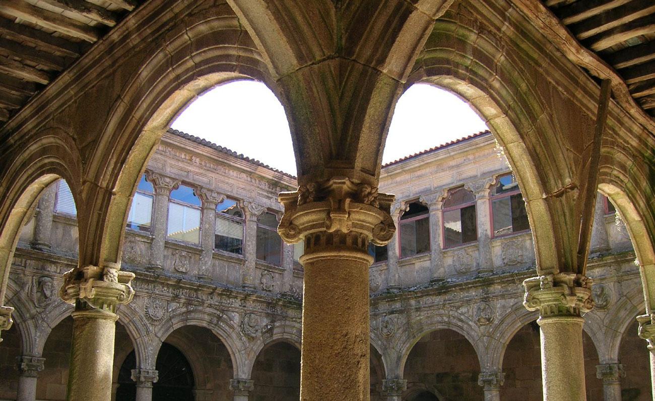Claustro_da_porteria_mosteiro_de_montederramo